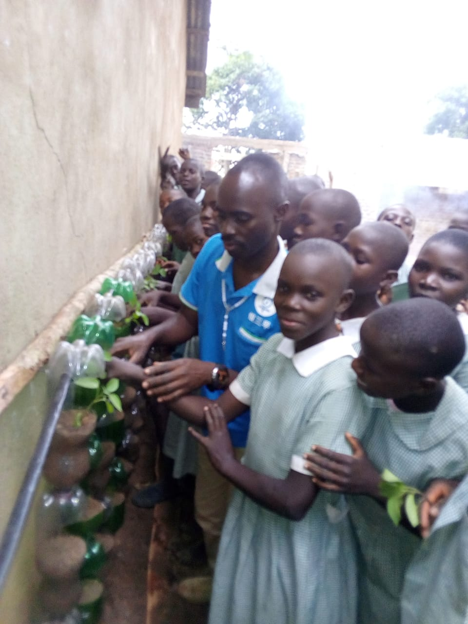 TOP eXpert Mutulla teaches Papa nyadiel pupils how to make green wall